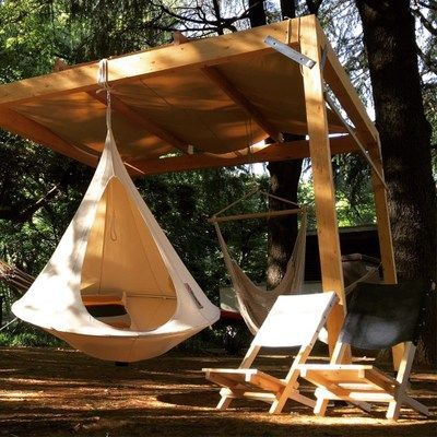 Hanging cocoon / tent - green